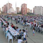 TOKİ Tuzla konutlarında iftar sofrası