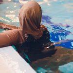haşema ile havuza girmek